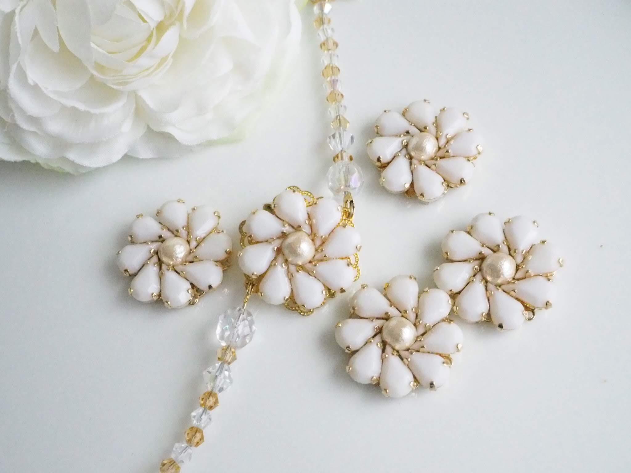 ホワイト 花 イヤリング
